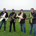 Erstflug der 4 Ratas am 09.04.2012... kurz vor dem Start, noch lachen alle vier!