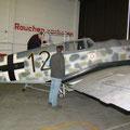 Besichtigung der Me109 im historischen Hangar des Luftwaffenstützpunktes