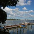 """Blick vom Wiking-Yachthafen über die Schlei mit Dom, Möweninsel  und die """"Freiheit"""" im Hintergrund"""