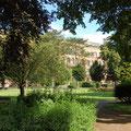 Blick über den Park zum Oberlandesgericht