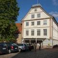 Das Schleswiger Rathaus mit Graukloster