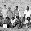 Gruppenfoto mit meiner Frau Kellen zum Abschluss einer Reportage in der Afar-Region - 2007