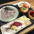 ランチメニュー 寿司蕎麦セット800円 夜は1,000円 ※2018年7月現在