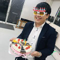 お誕生日やお祝いにはケーキを!みんなの笑顔がこぼれます。