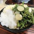 もり丼小(そば)500円 トッピング 山菜50円&大根おろし50円 ※2018年7月現在