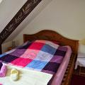 Zimmer Westen Bett 04