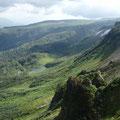 縦走路、平ヶ岳、高根ヶ原から右下方の沼群、(ヤンべ温泉方面)