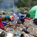 化雲沢出合 泊場、焚火でオショロコマ塩焼き
