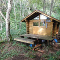 かわいい感じの野熊の池避難小屋