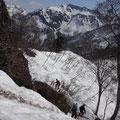 やっと見えてきた笈ケ岳の山頂。まだだ遠いな~。
