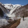白谷の脇を登る。