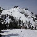 三方岩岳全景。まだ遠~い。
