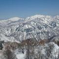 左、大笠山、右笈ヶ岳、 手前の尾根に冬瓜山も・・・。