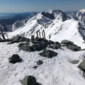 山頂から穂高を望む。