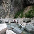 通年なら困難な小滝川渡渉、今年は楽々。