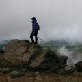 旭岳 ところどころに噴煙があがる。