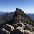 石鎚山山頂から見た天狗岳。