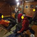 行者小屋で休憩中。
