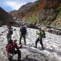 アイゼンで歩いてみたい雪渓。