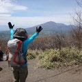 浅間隠山から見た浅間山。