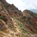朝日岳手前の鎖道、岩場