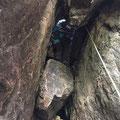 洞窟クライミング。