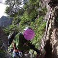 下山は同ルートを懸垂下降で。