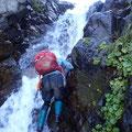 源頭部に入ると小滝の連続。いずれもフリーで乗り越えて行けた。
