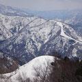 スキー場方面。まだまだ残雪がいっぱい。