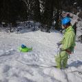 ソリを使っての滑落停止訓練。ロープをうまく流して止める。
