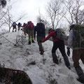 よいしょ、よいしょと雪道を登ります。