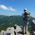 鎌ケ岳より御在所岳を望む。