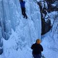 「エイプリルフール」の1ピッチ目は垂直の氷瀑。