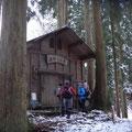 出作り小屋。この辺り、積雪はほとんどなし。