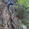 急な岩壁。(三瀬明神山乳岩コース)