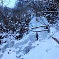「エイプリルフール」2ピッチ目は変化に富んだ氷瀑で面白かった。