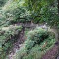途中こんなパイプの橋もあります。