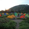 南竜テント、大賑わい、 100張り以上・・