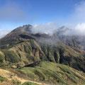 金山から見えた焼岳と火打山。