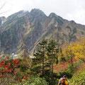 歩き始めて3時間ちょっと、だいぶ五竜岳が近くなってきた。