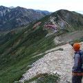 唐松岳~五竜岳山荘 白馬岳もかすかに。