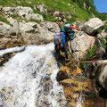 キラッキラの小滝。