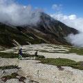 鉱山道 雪倉岳が大きい