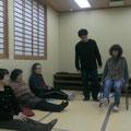 椅子を使ったトレーニングの実践2人目