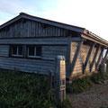 登山道整備の起点、チブリ尾根避難小屋。