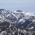 雪解けが進む白山。
