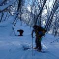 モナカ雪の上に新雪3cm、スリップして登りにくい。