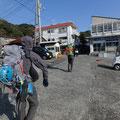1日目と2日目は、泊まった八幡野港から歩いて岩場へ。