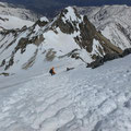 五竜岳からの下り。急だが階段ができていた。
