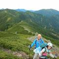 光岳までの稜線。